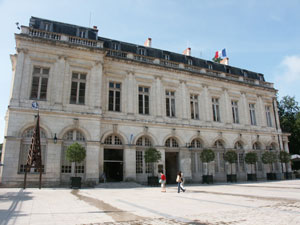 Bourges ancien palais archipiscopal for Construction piscine bourges