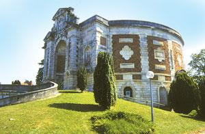 Bourges le ch teau d 39 eau for Piscine chateau d eau reims