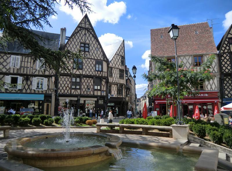 Ville de bourges arts et voyages for Appart hotel a bourges